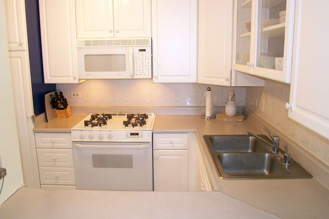Kitchen, with gas stove/oven, and Dishwasher.